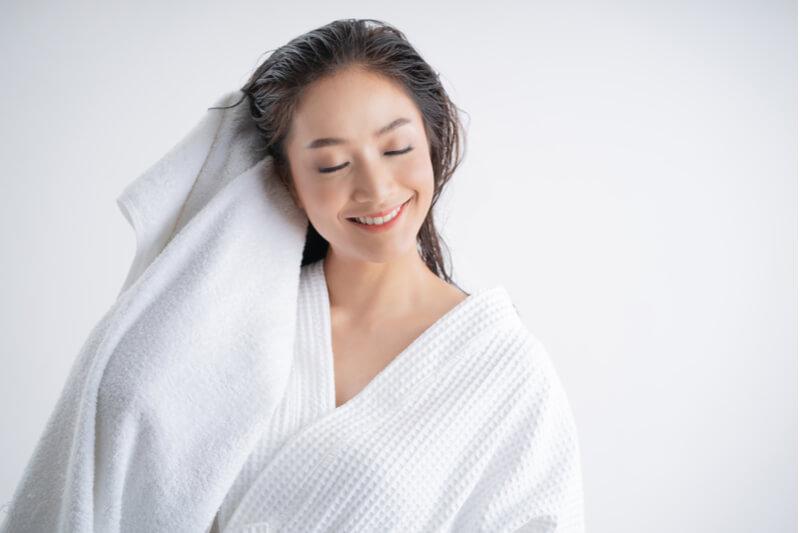 benefits of salt scrubs for hair