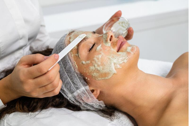 relaxing facial for women